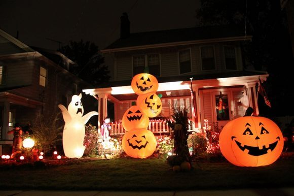 halloween inflatable display
